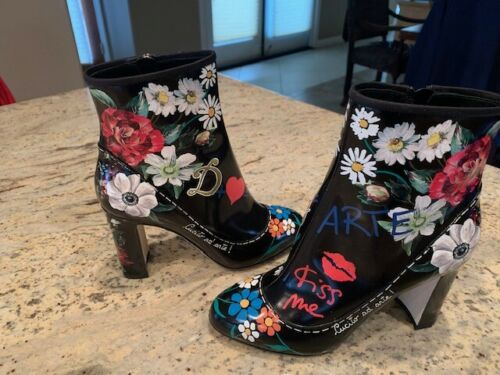 "Womens Italian Authentic Dolce & Gabbana ""Kiss me"" Boots"
